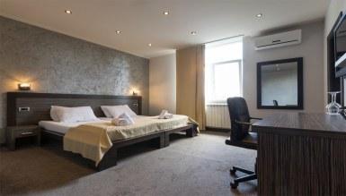 - Armoni otel odası