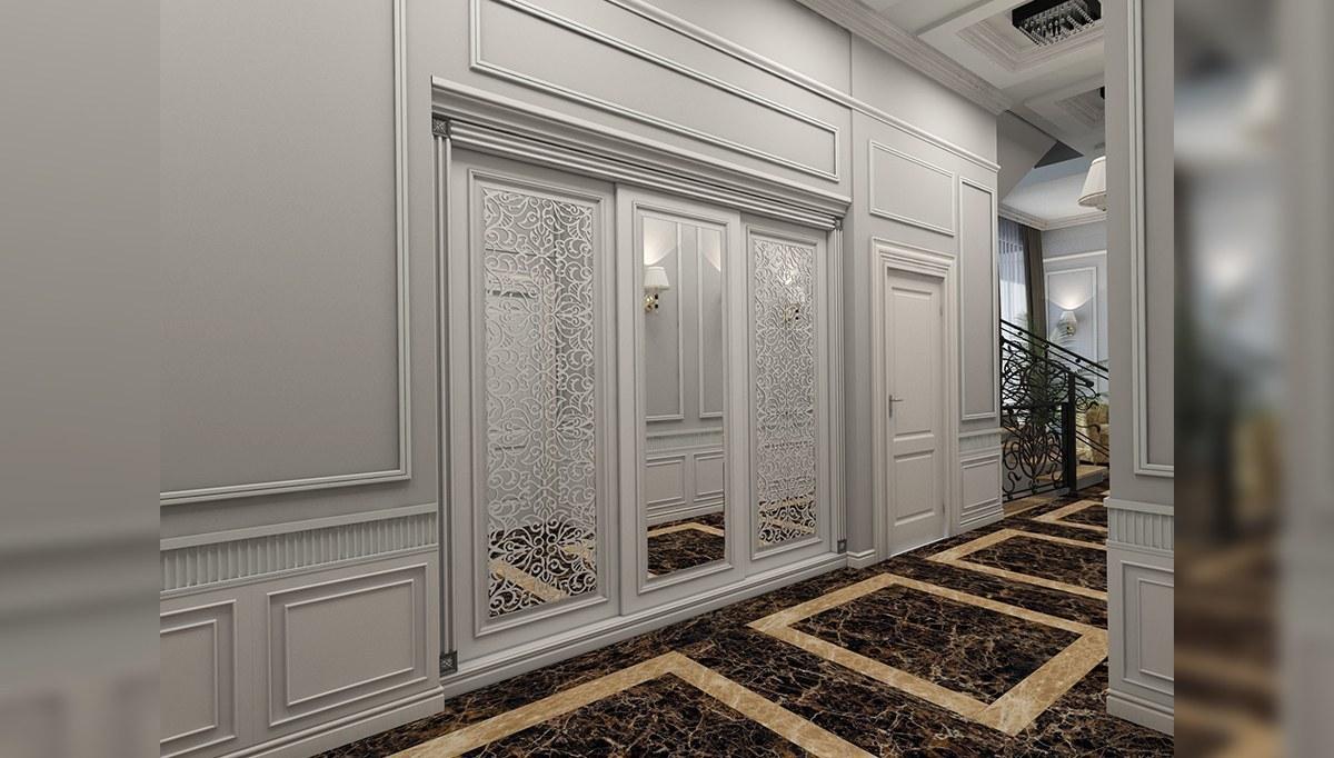Taçlı Aynalı Kapı